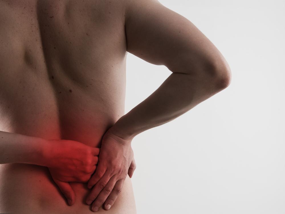 lyft tungt ont i ryggen